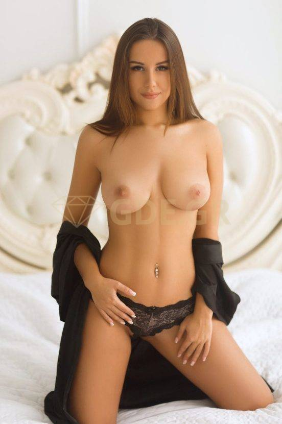 ESCORTS LEILA