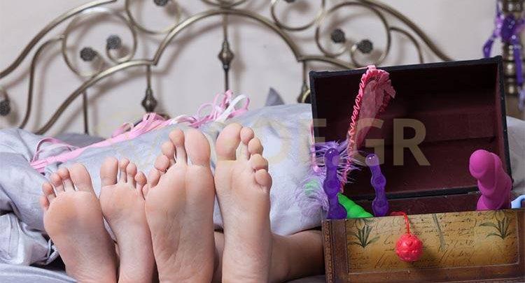 Σκέφτεστε να αγοράσετε sex toys; Μάθετε όλα όσα χρειάζεται να γνωρίζετε για τα ερωτικά βοηθήματα